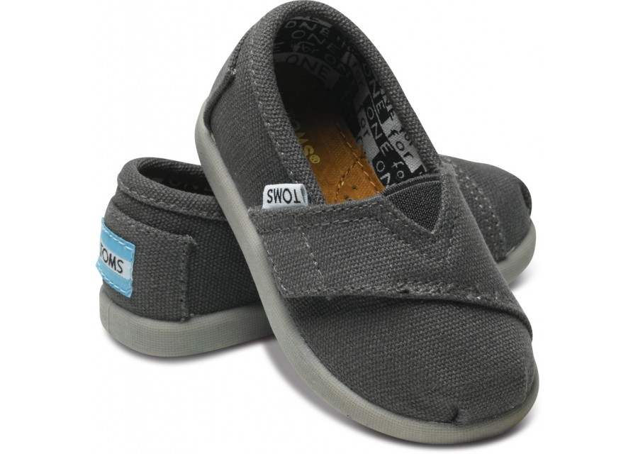 Find a great selection of TOMS shoes and accessories for women, men and kids at traganbele.gq Join the TOMS One for One® movement. Free shipping and returns.