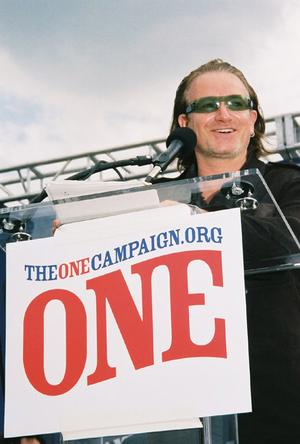 Bono launches The ONE Campaign in Philadelphia in 2004.