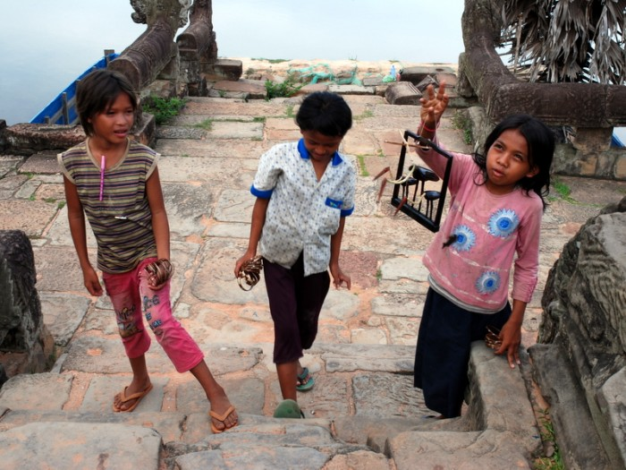 ali_rabe_post_cambodian_children-700x525