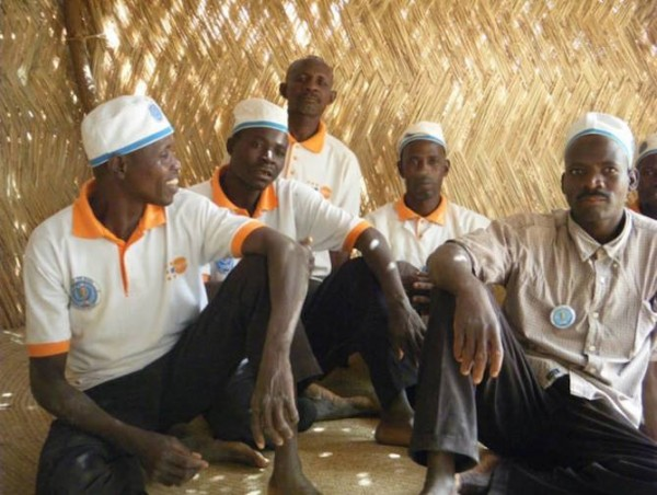 Husbands gather to discuss maternal and population concerns in a quest to improve conditions within their own community. (Photo credit: UNFPA)