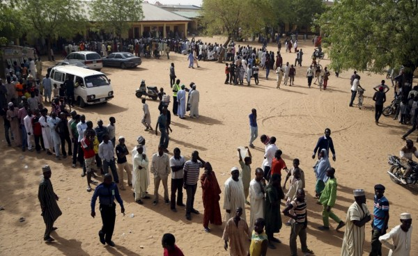 Voters wait in line to register to vote in a polling station in a school during elections in Kano, March 28, 2015. REUTERS/Goran Tomasevic