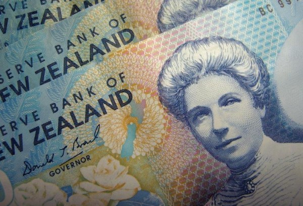 Image: Reserve Bank of New Zealand dollar notes are pictured in Singapore June 22, 2006. REUTERS/Dennis Owen
