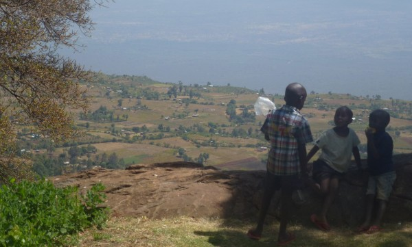 Kids chatting away over Kerio Valley in Kenya. (Photo credit: Oliver Templeman)