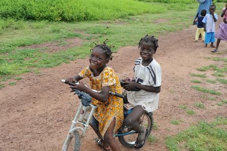 Children wait for MenAfriVac shot in Mali. (Photo credit: WHO)